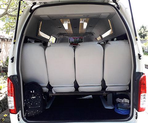 荷物を積むときは三列めのシートが使用できません