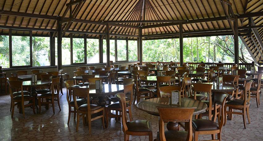開放感のあるレストランでゆっくりとお楽しみください
