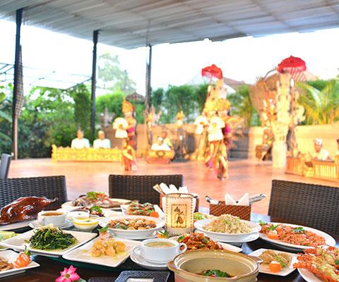 席数も多く、明るい雰囲気のレストラン