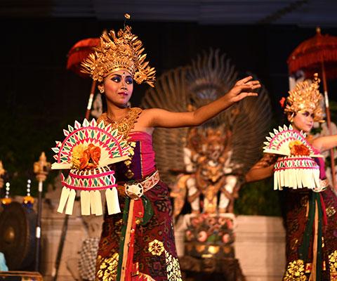 煌びやかな衣装が特徴のバリ舞踊