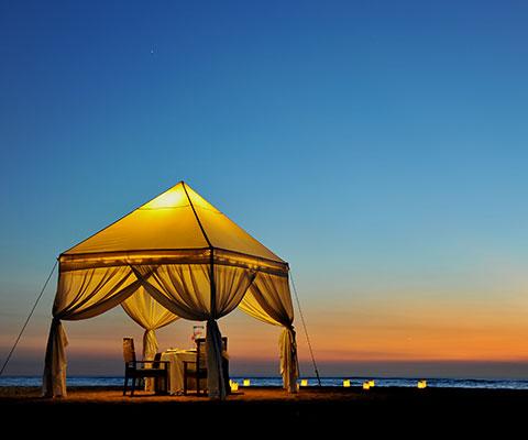 テント付きプランはビーチでディナーとなります