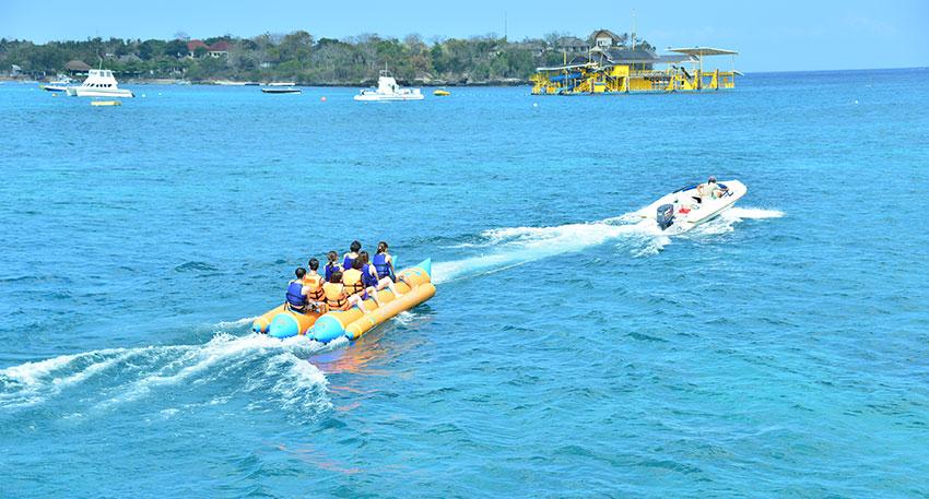 スリル満点のバナナボート