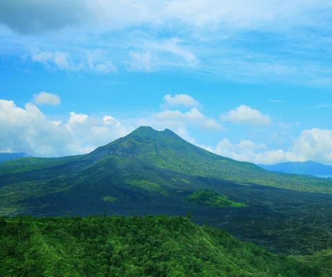 バトゥール山やバトゥール湖を眺められます