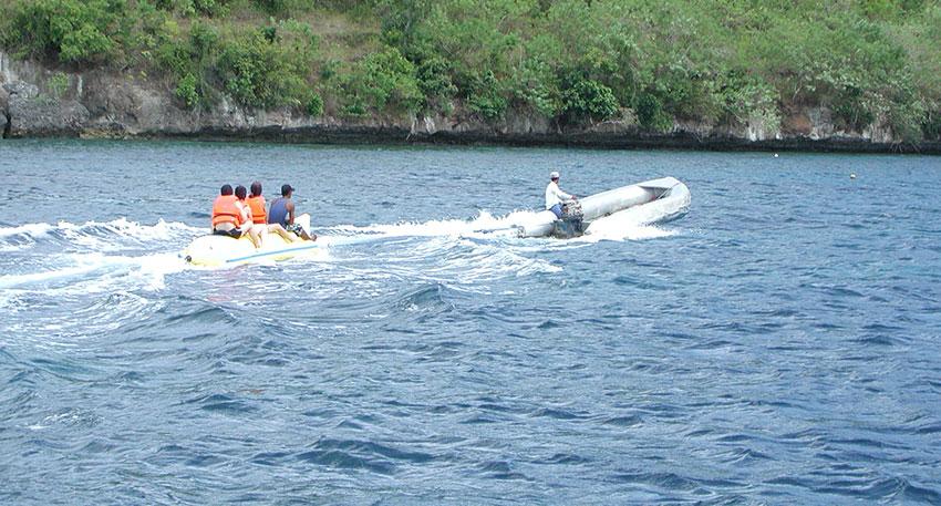バナナボートなどのマリンアクティビティ