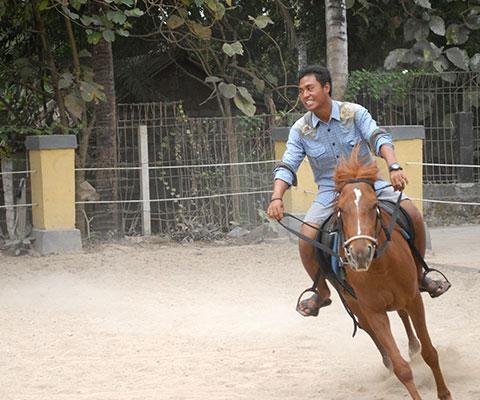 乗馬ガイドは馬を知り尽くしたプロです