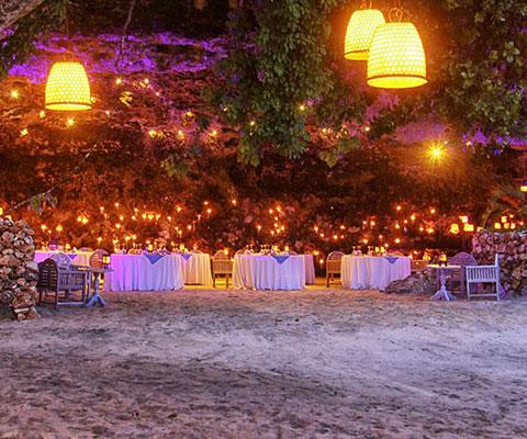 バリ島 神秘的な洞窟でのディナー