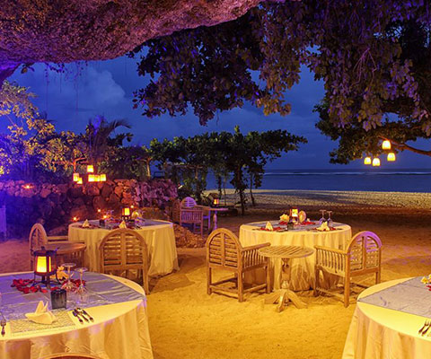 バリ島 サマベ 団体・グループにもおすすめの洞窟キャンドルディナー