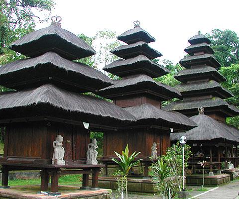 6つのメルが特徴的な寺院