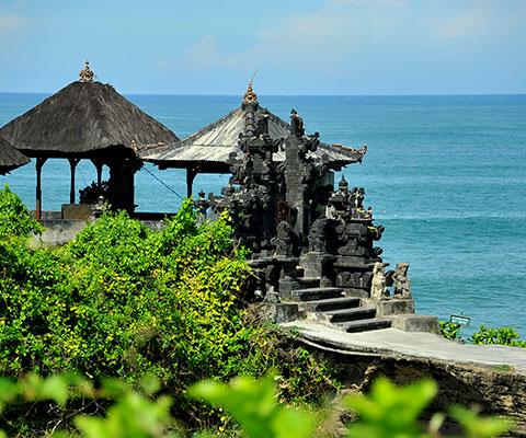 インド洋に突き出したシルエットが美しい寺院