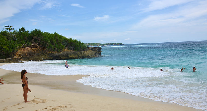 レンボンガン島は美しい海が特徴です
