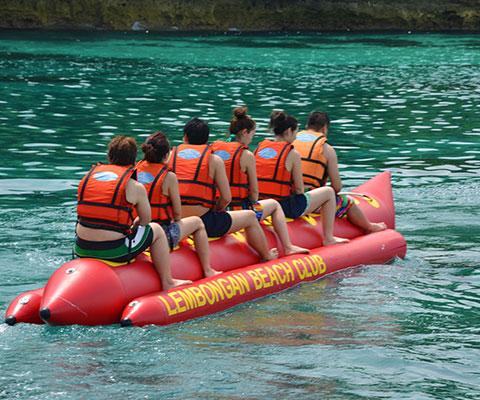 定番マリンスポーツのバナナボート