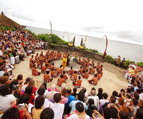 バリ島の舞踊の中でも人気のあるケチャックダンス