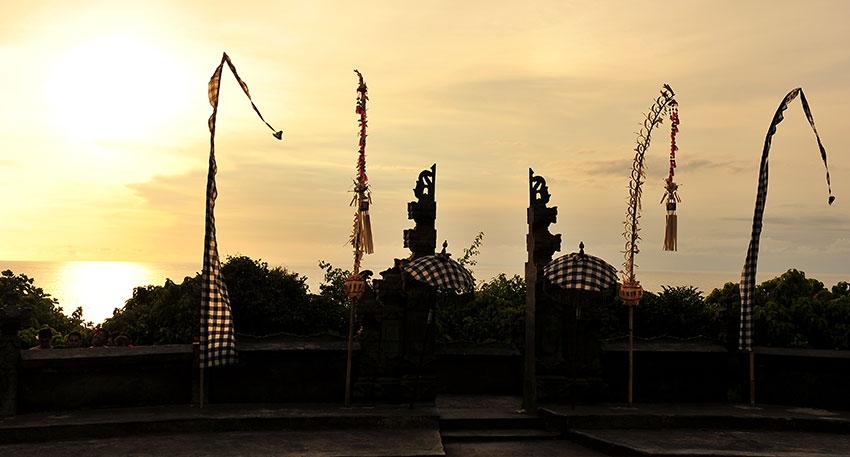 幻想的な雰囲気のウルワツ寺院