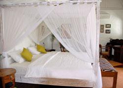 プリエステティック 天蓋ベッド