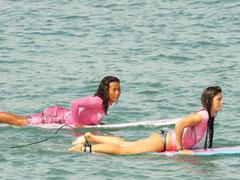 ポイントにてサーフィン